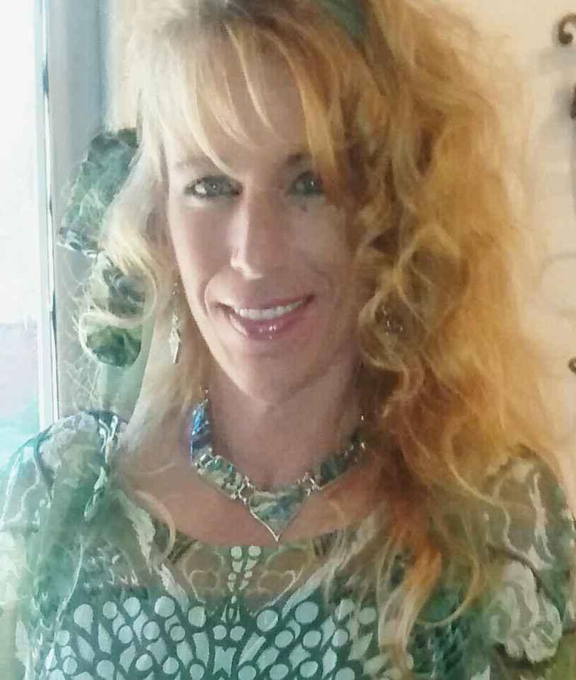 Head shot of Michelle Semelbauer