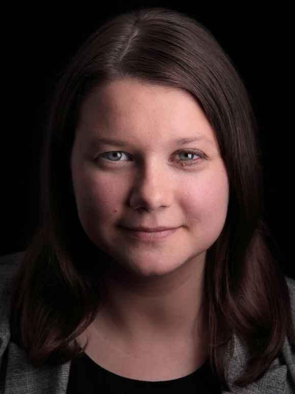 Head shot of Katie Bart